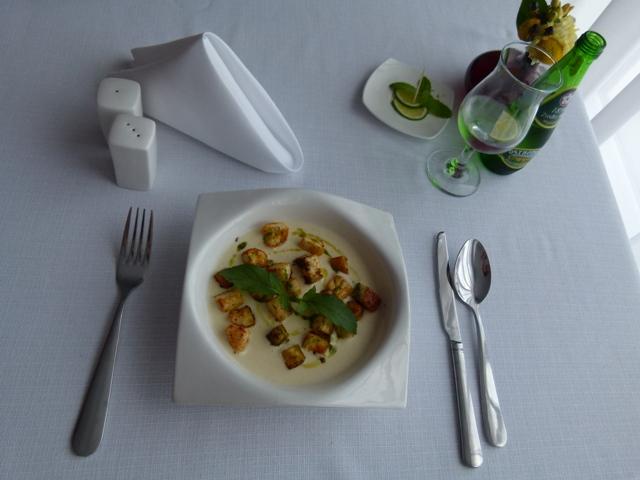 Krem z selera - restauracja Kolory Wina