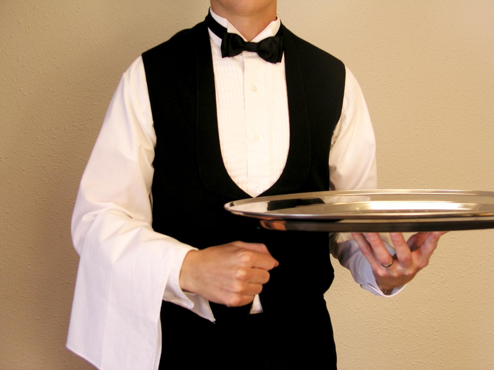 Luzak, nadgorliwiec, obrażony – który typ kelnera jest najbardziej irytujący