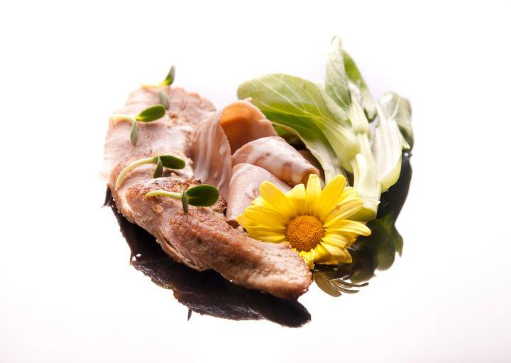 Polędwica cielęca na kasztanowych parpadellach, z serowo-truflowym sosem z menu Jak Pragnę Wina fot. facebook.com/japragnewina
