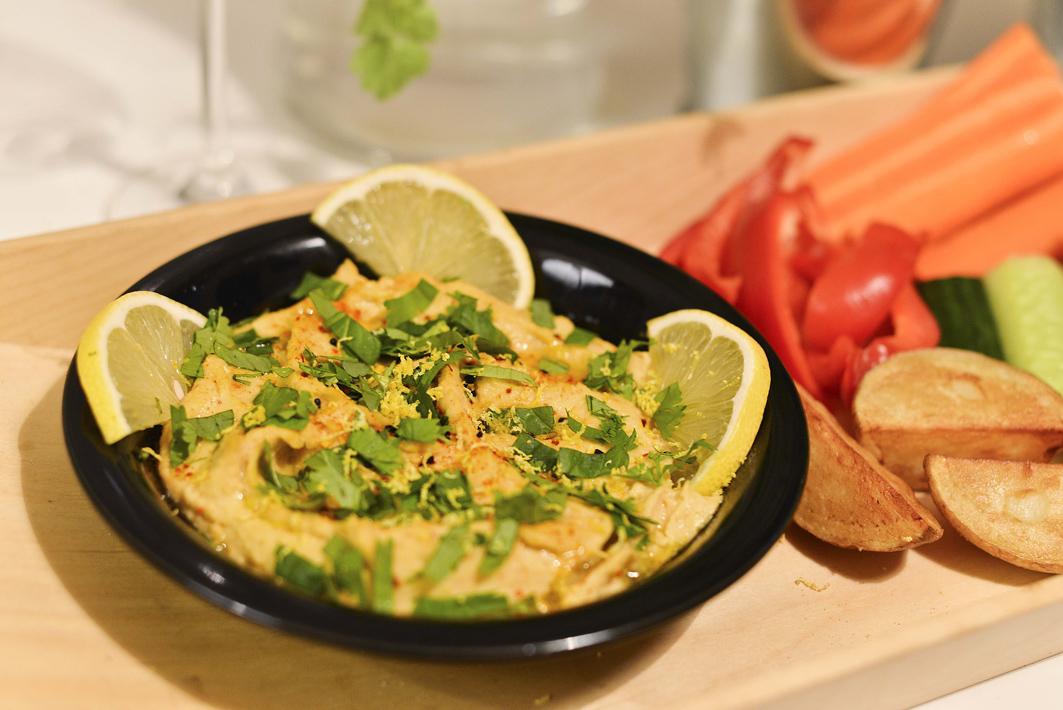 Hummus o smaku cytrynowym z kolendrą fot. Elżbieta Lentz Photography