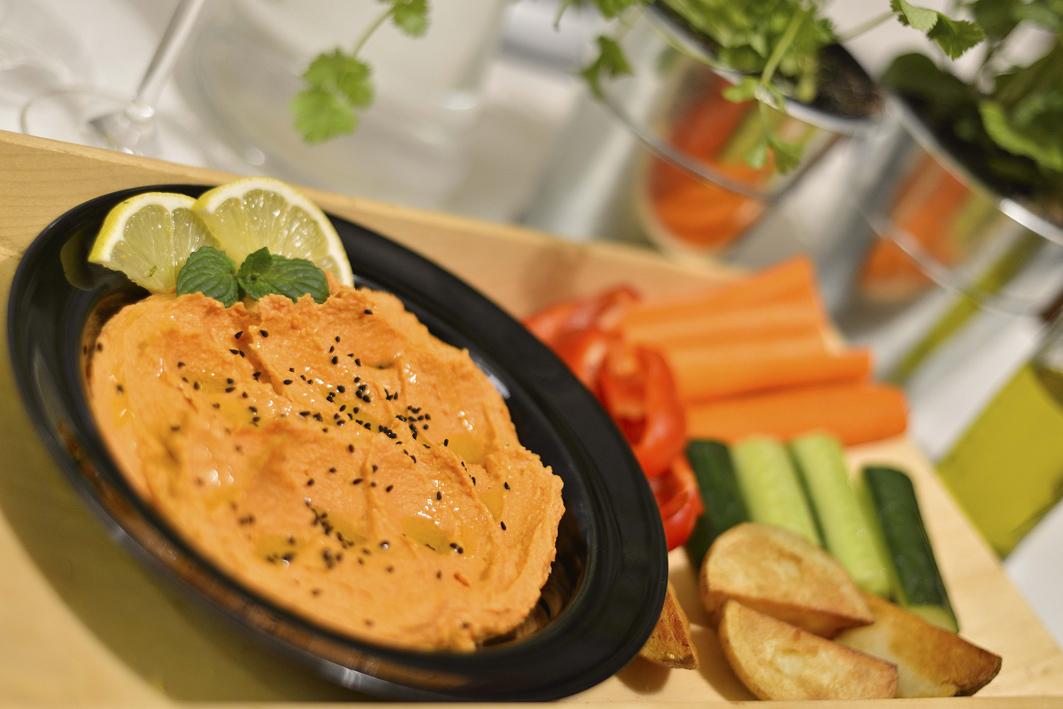 Hummus o smaku dyniowo-marchewkowym fot. Elżbieta Lentz Photography