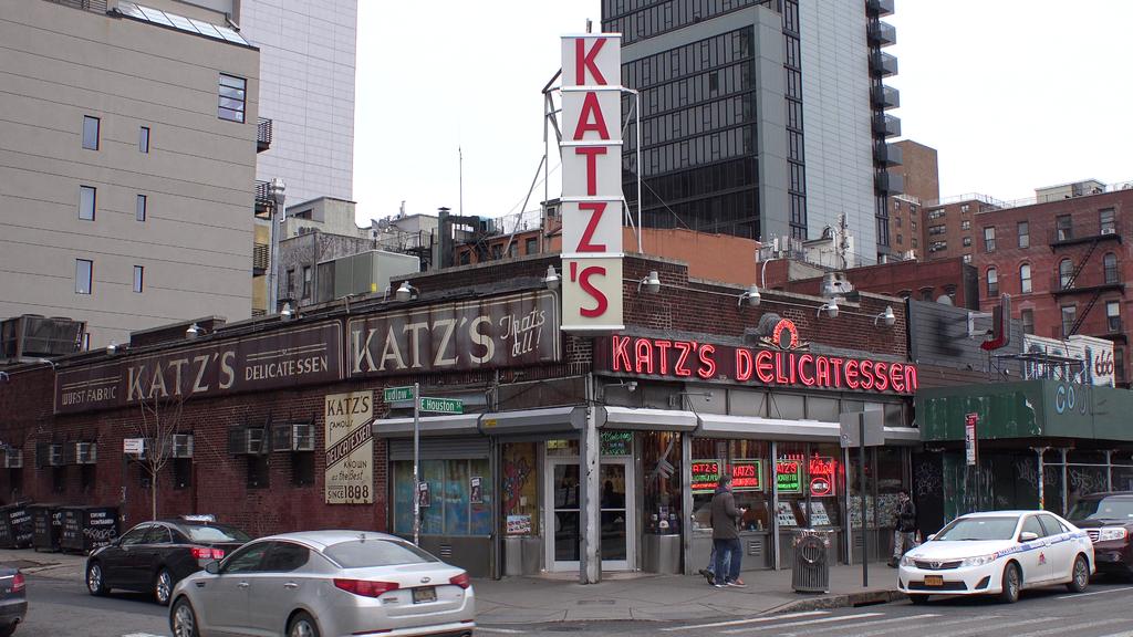 Kat'z Delicatessen w Nowym Jorku - fot. Wikimedia Commons