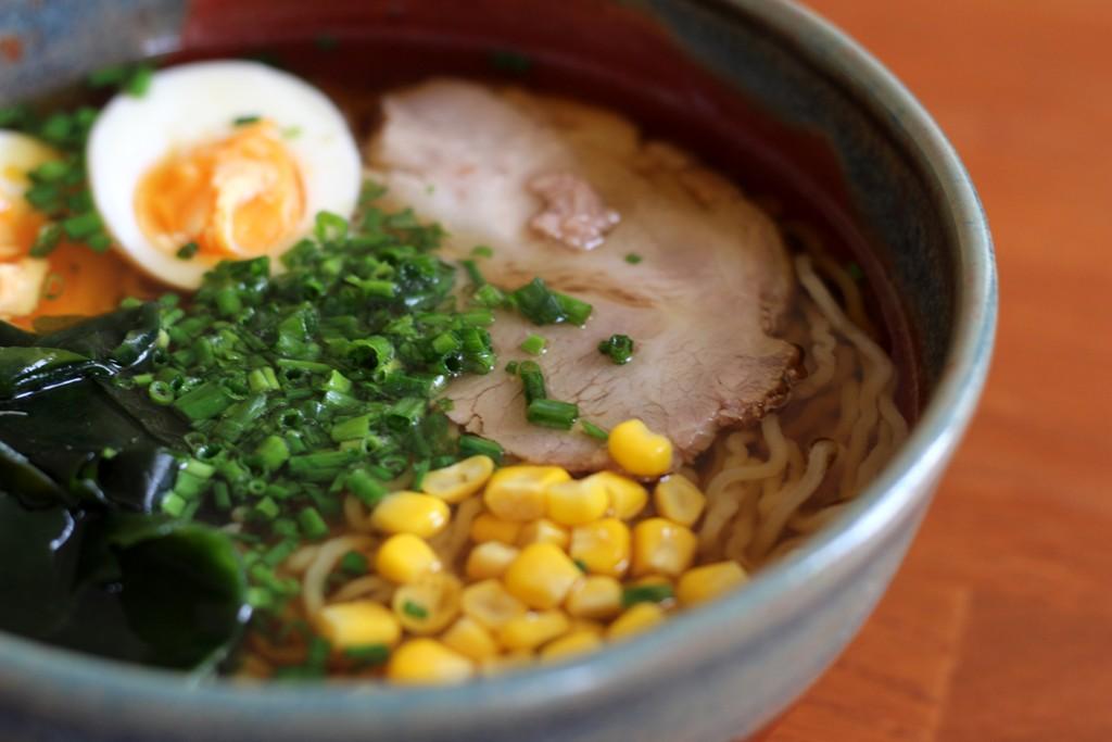 Ramen w restauracji Kuroneko
