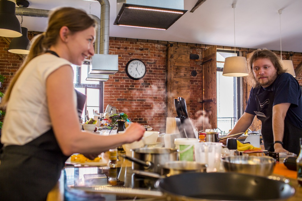 Na warsztatach w Book&Cook fot. Magda Klimczak