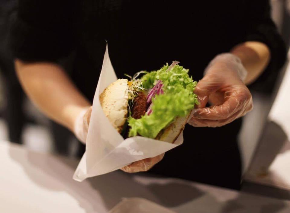 Krowarzywa – wegańskie burgery na OFFie fot. fb.com/Krowarzywa