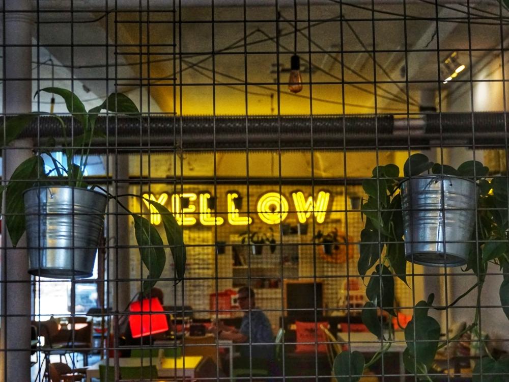 Mebloteka Yellow w wersji wege