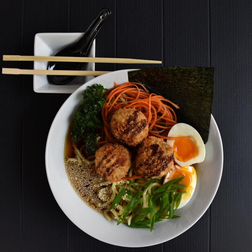 Festiwalowy ramen Kaminari Sushi