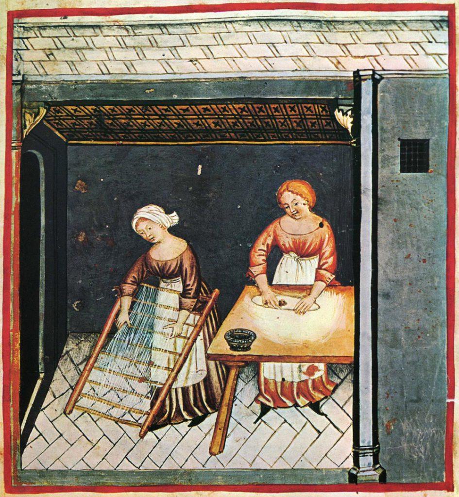 Ilustracja przedstawiająca dwie kobiety - jedna wyrabia ciasto, druga rozciąga długie nitki makaronu na drewnianym przyrządzie przypominającym drabinę