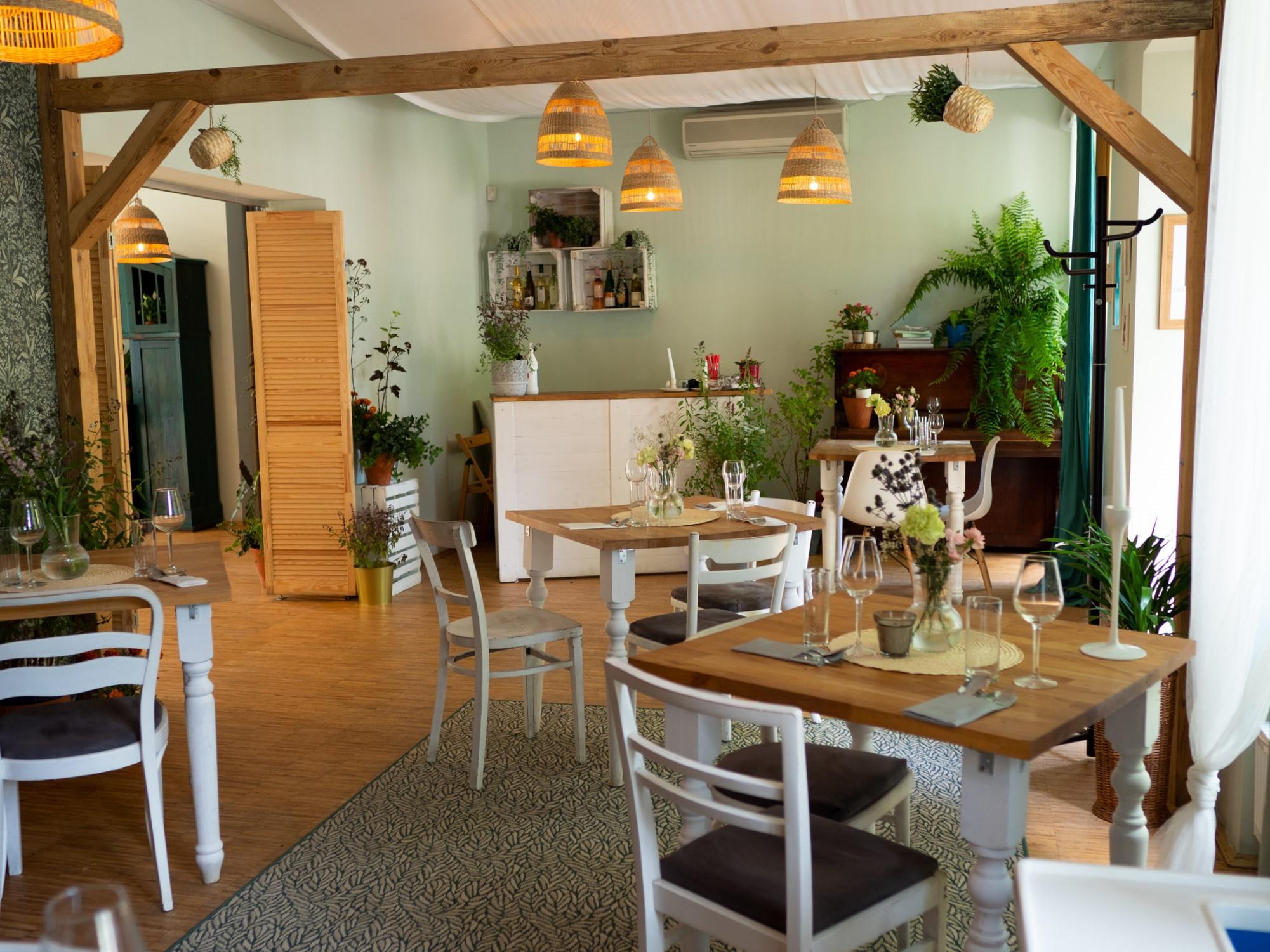 Na zdjęciu widać wnętrze restauracji Dom Ogrodnika.